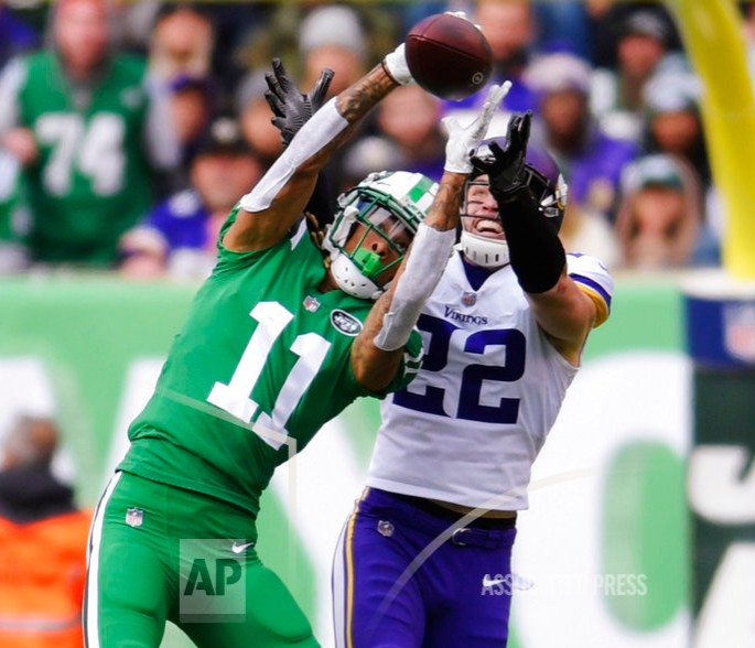 d7b0e0dc923 New York Jets wide receiver Robby Anderson (11) catches pass in front of  Minnesota Vikings' Harrison Smith (22) during the first half of an NFL  football ...